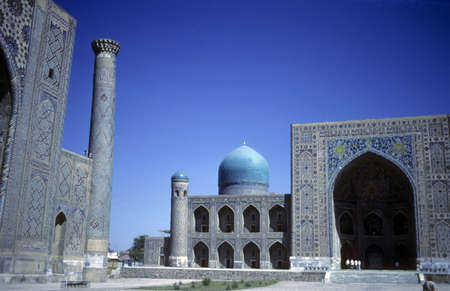 registan: Mosque & medresseh [madrassah], Registan Square, Timurid era, Samarkand former USSR, now Uzbekistan  Stock Photo