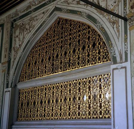 Gilded gateway, Divan Topkapi, Istanbul, Turkey   Sajtókép