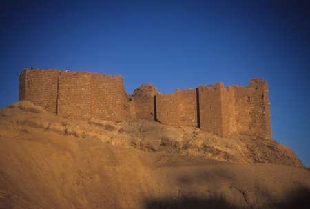 Oude fort op een heuvel, Palmyra, Syrië, Midden-Oosten