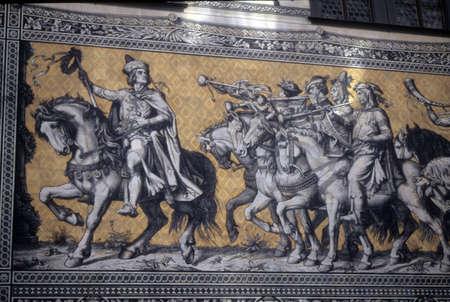 alabarda: Sfilata dei Re, cavalieri montati a cavallo, Dresda, Germania, Europa Editoriali