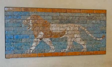 babylonian: Le�n de Babilonia caminar, ladrillo mosaico bajorrelieve, Museo del Louvre, Par�s, Francia