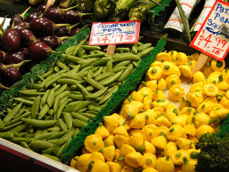 pike place: Fresh vegetables on display  in the Pike Place Public market, Seattle