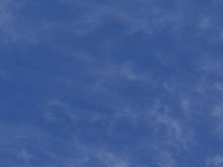 Las nubes altas, cielo azul, fr?o d?a de invierno en Steamboat Springs, Colorado Foto de archivo - 17810962