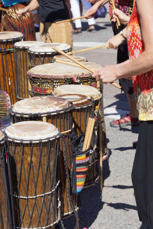 Drummers playing at a Saturday market Penticton, British Columbia, Canada Фото со стока - 20313962