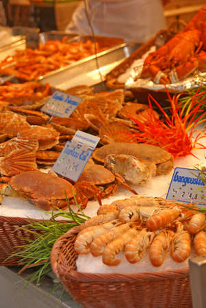 rue: Fresh seafood in a seafood market on Rue Mouffetard, Paris, France   Stock Photo