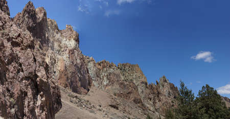 craggy: Panorama, Craggy rhyolite ridge along the Crooked River at Smith Rock State Park, Central Oregon   Stock Photo