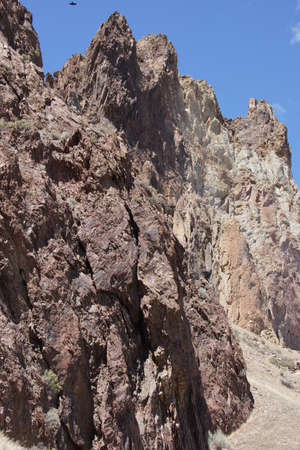 craggy: Craggy rhyolite ridge along the Crooked River at Smith Rock State Park, Central Oregon   Stock Photo