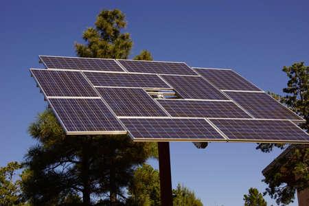アリゾナ州のグランドキャニオン国立公園サウスリムのビジターズ センターで太陽電池パネル