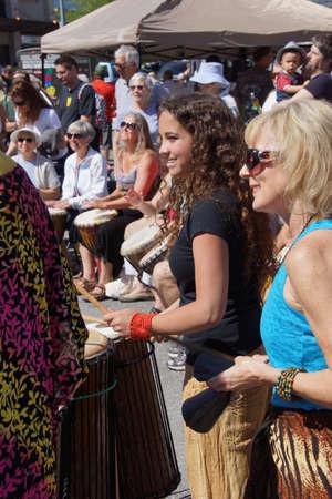 PENTICTON, BRITISH COLUMBIA - Jun 15 - The Okanagan Drum group performs at the Saturday market on Jun 15, 2013 in Penticton, British Columbia, Canada..  Редакционное