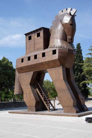 cavallo di troia: Cavallo di Troia replica sul sito dell'antica Troia. Turchia