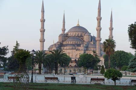 터키 이스탄불에서 술탄 아멧 Camii (블루 모스크)에 이른 아침 빛