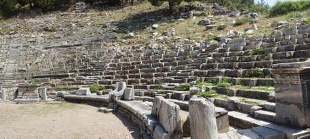 teatro antico: Antico teatro con file di sedili in pietra, Priene, Turchia