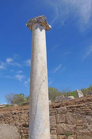 Colonne di marmo doriche delle agorà dell'antica città greca di Perge, Turchia Archivio Fotografico - 29925576