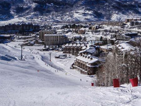 Descendiendo en área de la base de la zona de esquí Steamboat Springs, Colorado Foto de archivo - 30045753