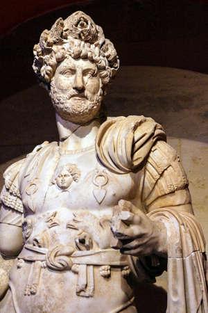 hadrian: Emperador romano Adriano, segundo siglo EC, estatua de Perge en Turqu�a Editorial