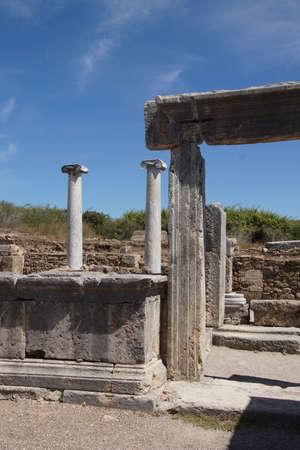 Colonne di marmo doriche delle agorà della città greca di Perge, Turchia Archivio Fotografico - 30239885