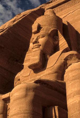Ramsés II coloso, figuras sentadas, faraón egipcio, Abu Simbel, Egipto Foto de archivo - 30949076