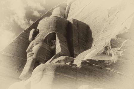 Coloso de Ramsés II, figura sentada, faraón egipcio, Abu Simbel Egipto Foto de archivo - 30949084