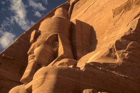 Coloso de Ramsés II, figura sentada, faraón egipcio, Abu Simbel Egipto Foto de archivo - 30949085