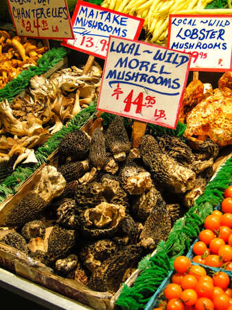 pike place market: Fresh mushrooms on display in the Pike Place Public market, Seattle