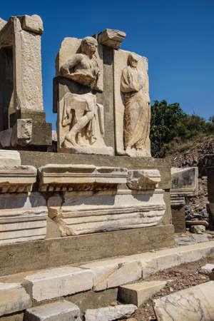 Statues près des thermes de Scholastique, Ephèse, en Turquie Banque d'images - 33097191