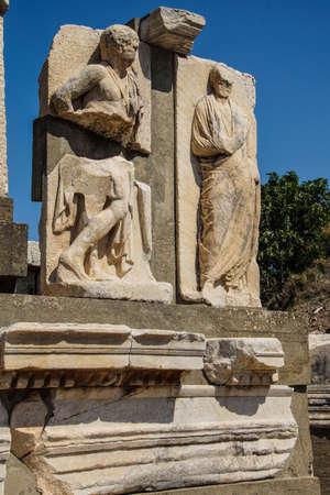 Statues près des Thermes de Scholastique, Ephèse, en Turquie Banque d'images - 33513374