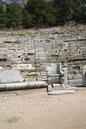 teatro antiguo: Los asientos reservados, el teatro antiguo, Priene, Turqu�a