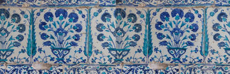 lapis: Iznik lapis  tiles with tulip pattern on a wall  in the Harem  in Topkapi Palace,  in Istanbul, Turkey Stock Photo
