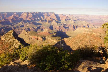 アリゾナ州のグランドキャニオン国立公園サウスリム、グランド ビュー ポイントと峡谷の全体を表示します。