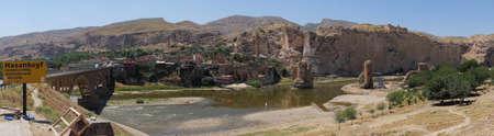 터키 하산 키프 (Hasankeyf) 근처의 고대 교량 및 건축물 유적 스톡 콘텐츠