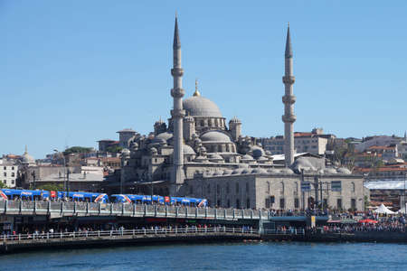 camii: ISTANBUL - MAY 18, 2014 - Galata bridge and the Yeni Camii mosque on the Goldern Horn,  in Istanbul, Turkey