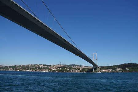 이스탄불, 터키의 유럽과 아시아 지역을 연결하는 보스 포러스 다리