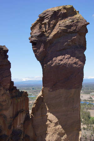 smith rock: Tiny climbers on the overhanging  cliff of Monkey Face, Smith Rock State Park, Central Oregon Stock Photo