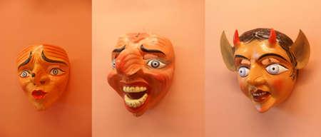 リマ, ペルーの木製カーニバル マスク、手が刻まれました。 写真素材