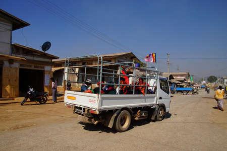 AUNG BAN, BURMA - FEB 28, 2015 - Shan women leaving the weekly market in a truck, Inle Lake Myanmar (Burma) Редакционное