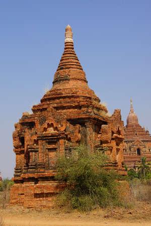 stupas: Stupa arenaria rossa e templi, Bagan Myanmar (Birmania)