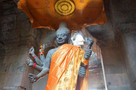 Multi-armed Vishnu in Gateway chamber of  Angkor Wat,  Cambodia Sajtókép