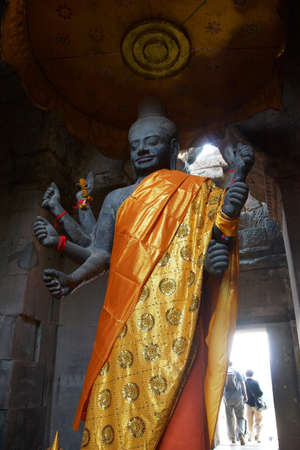 Multi-armed Vishnu in Gateway chamber of  Angkor Wat,  Cambodia Editöryel