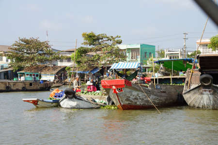 cai: CAI RANG, VIETNAM - FEB 7, 2015 - Fresh produce vendors sell from boat to boat  at the Cai Rang floating market,  Vietnam