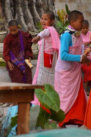 dhamma: HSIPAW, MYANMAR - FEB 19, 2015 - Young girl students at a Buddhist school, Dhamma Thu Kha Nunnery School, Hsipaw,  Myanmar (Burma) Editoriali