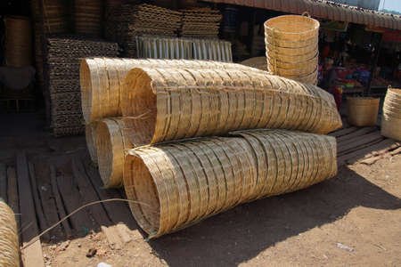 주간 도매 시장, 아웅 반 (Aung Ban), 미얀마 (미얀마)의 대형 위커 바구니 스톡 콘텐츠