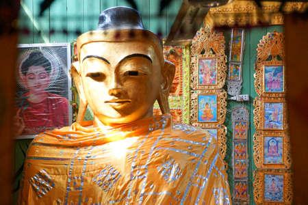 부처님의 황금 머리, Lonyon 수도원, Hsipaw, 미얀마 (버마) 근처 에디토리얼