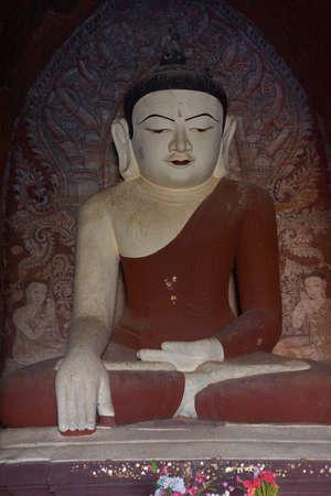 Dhammayangyi 사원, 바간에서에서 화이트 부처님 동상 미얀마 (버마)