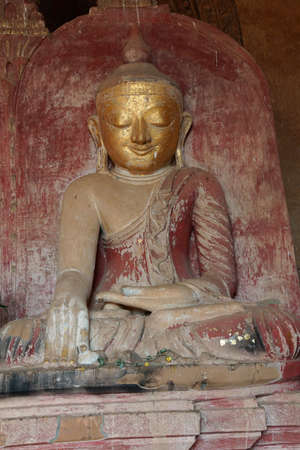 zeugnis: Golden Buddha in Bhumiparsa Mudra Position Aufruf der Erde, um die Wahrheit, Dhammayangyi Tempel, Bagan, Myanmar Zeuge (Burma) Lizenzfreie Bilder