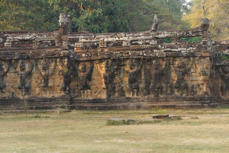 Garuda bird statues decorate the walls of the Elephant Terrace, Angkor Thom,  Cambodia Foto de archivo