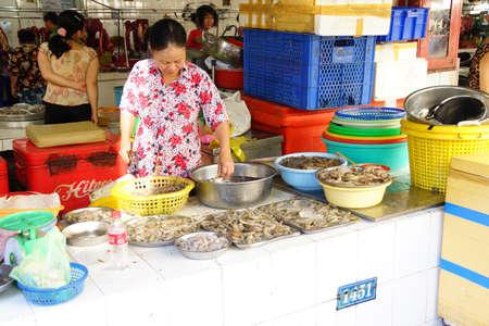 city fish market: SAIGON - FEB 5, 2015 - Woman preparing fish for sale at the Ben Thanh Market in Saigon (Ho Chi Minh City),  Vietnam