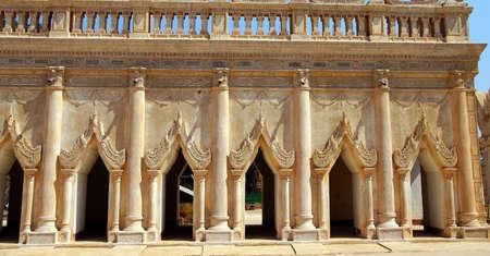 미얀마 (미얀마)의 아난다 파야 사원