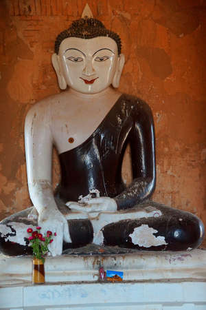 zeugnis: White Buddha in black robe, in Bhumiparsa Mudra position, Calling the Earth To Witness the Truth, Dhammayangyi Temple, Bagan,  Myanmar (Burma)
