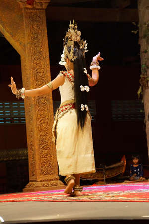siem reap: SIEM REAP, CAMBODIA - FEB 14, 2015 - Solo Apsara dancer uses hand gestures to tell a story,  Siem Reap,  Cambodia