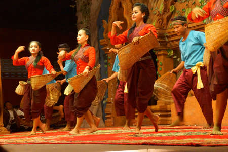siem reap: SIEM REAP, CAMBODIA - FEB 14, 2015 - Traditional Cambodian basket dance from rural village, Banteay Srei Cambodia Stock Photo